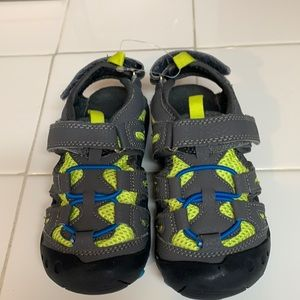 10-10.5W T Jumping Jacks water shoes. Like New
